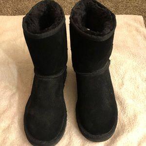 Women's black winter boots size 8
